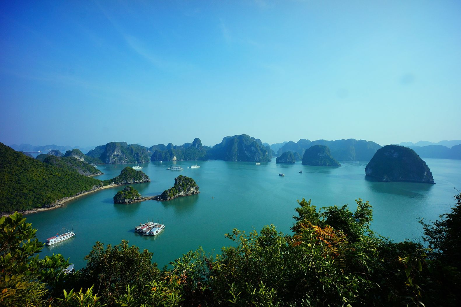 A Guide To Halong Bay, Vietnam - Forever Roaming The Roads